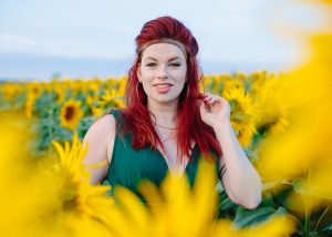 girl-in-sunflowers-hitchin-lavender
