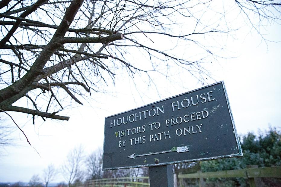 Houghton-house-pre-wedding-shoot-Sharon-Cooper_0001
