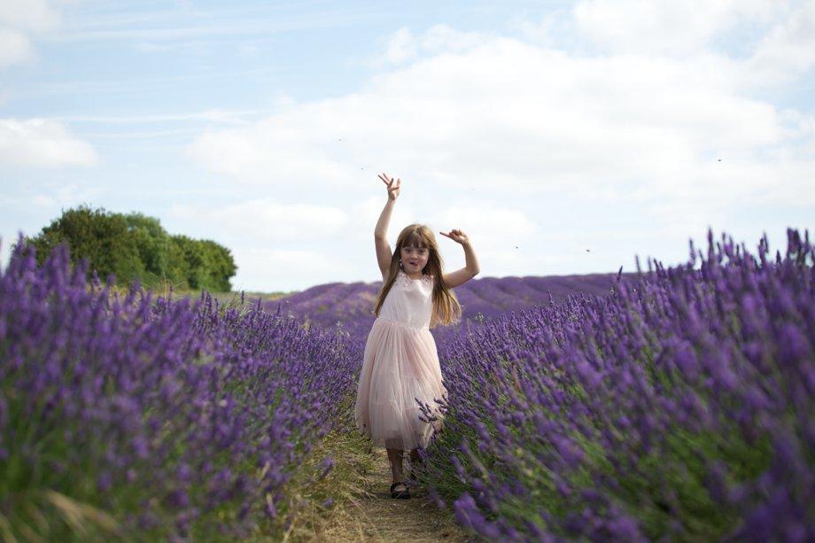 Hitchin_Lavender_Children_Playing_Sharon_Cooper_0018