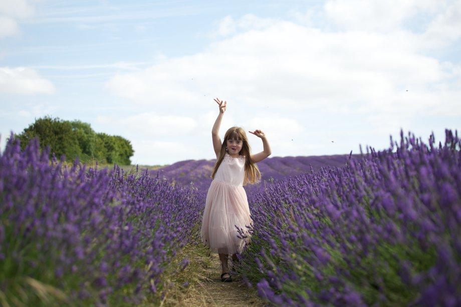Hitchin_Lavender_Children_Playing_Sharon_Cooper_0018